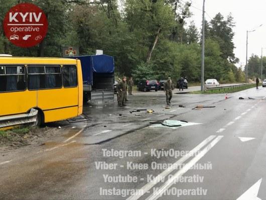 ДТП вКиеве: боец Нацгвардии умер при столкновении автобусов